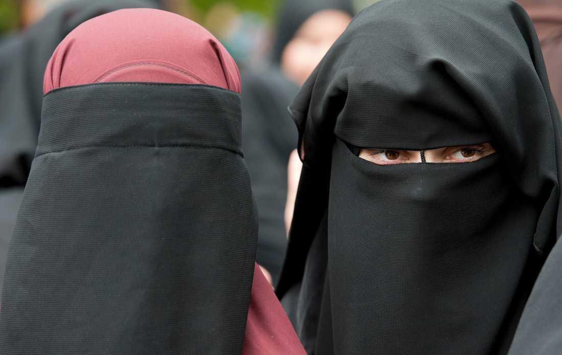 Danmark kan komma att införa förbud mot burka, niqab och andra täckande plagg.