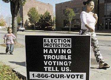 Har du svårt att rösta? Demokraterna satsar hårt på att få fattiga, lågutbildade och andra grupper som traditionellt inte deltar i presidentvalet till valurnorna den här gången. I Cincinnati i delstaten Ohio erbjuds människor ett speciellt hjälptelefonnummer dit de kan ringa om det uppstår problem när de ska avlägga sin röst på valdagen.
