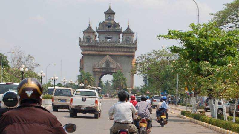 Ta en motorcykeltaxi hem till presidenten Kaysone Phomvihane, där allt står oförändrat sedan han gick bort 1992.