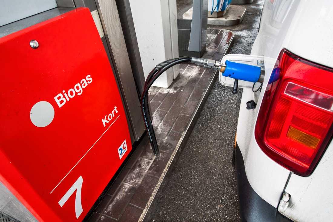 Många kommunala medarbetare tycks välja bort gasen för bensinen.