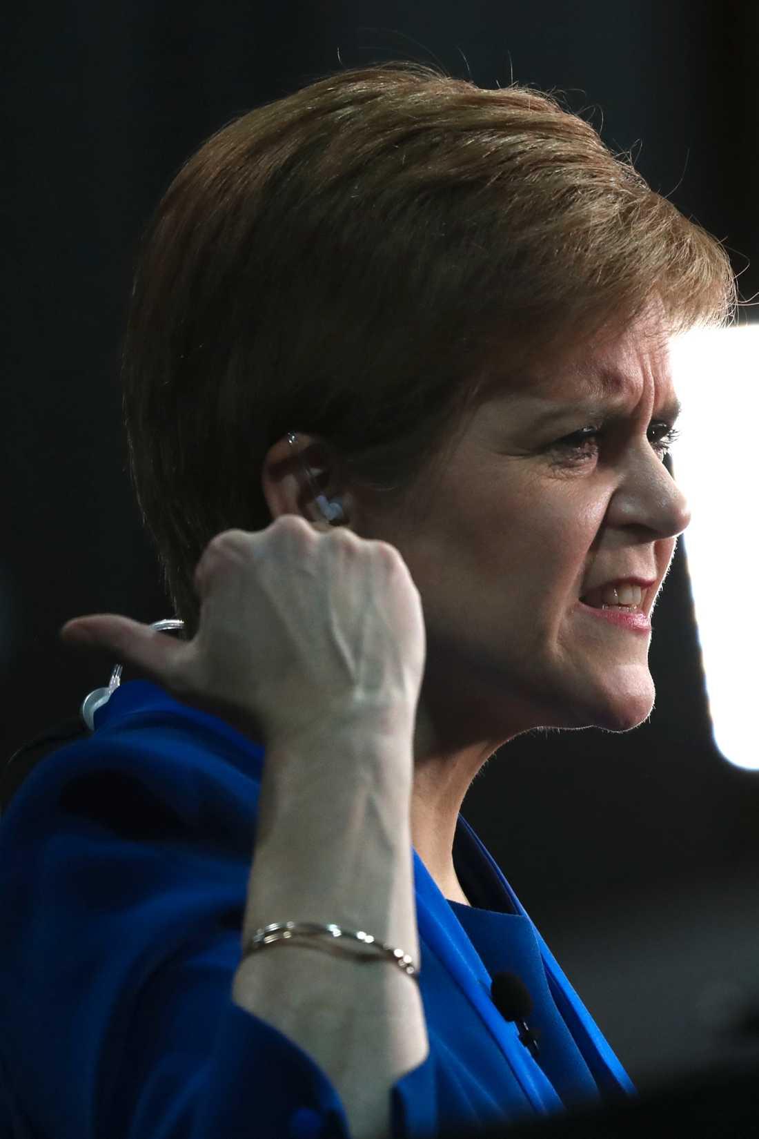 Det skotska nationalistpartiet SNP:s ledare Nicola Sturgeon kräver en ny folkomröstning om skotskt oberoende.