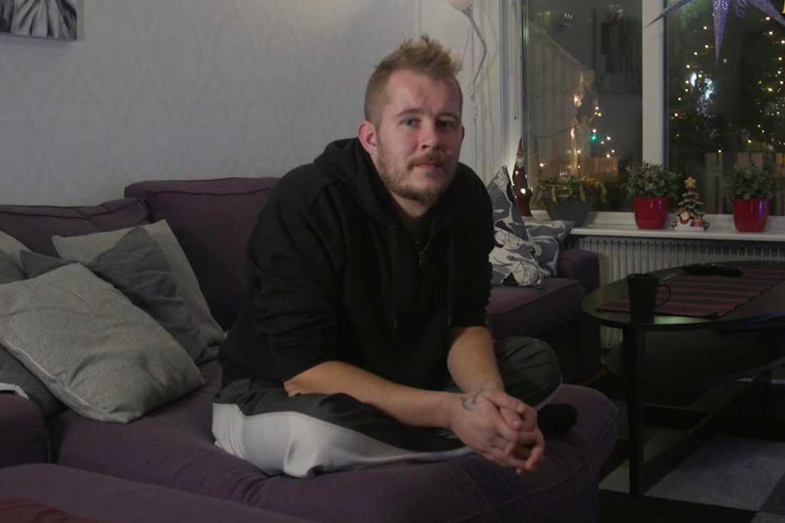 Denny blev utnyttjad av sin styvfar i flera år.