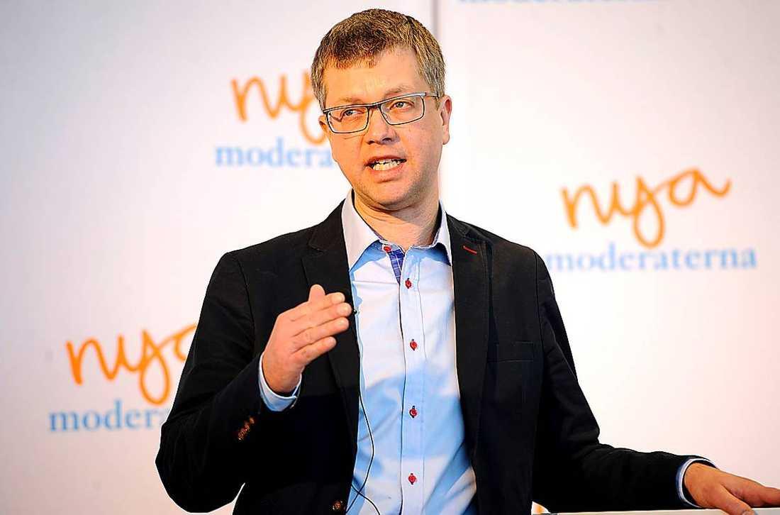 """""""Vi står ganska långt ifrån varandra och vi glider isär"""", säger Moderaternas partisekreterare Kent Persson."""