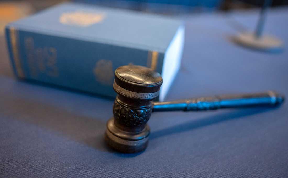En läkare, tidigare dömd för grova brott, mister sin legitimation. Arkivbild.