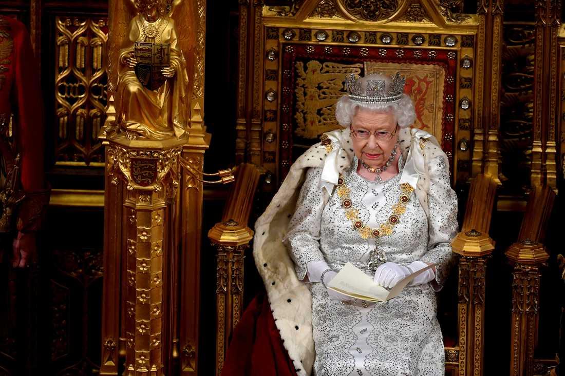 Drottning Elizabeth läser sitt tal vid parlamentets öppnande.