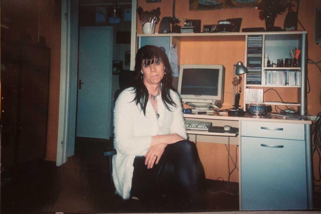 Madeleine, 61, hittades död i ett vattenfyllt gruvhål i Rällingsberg strax norr om Långshyttan. I dag åtalades elva personer misstänkta för delaktighet i mordet.