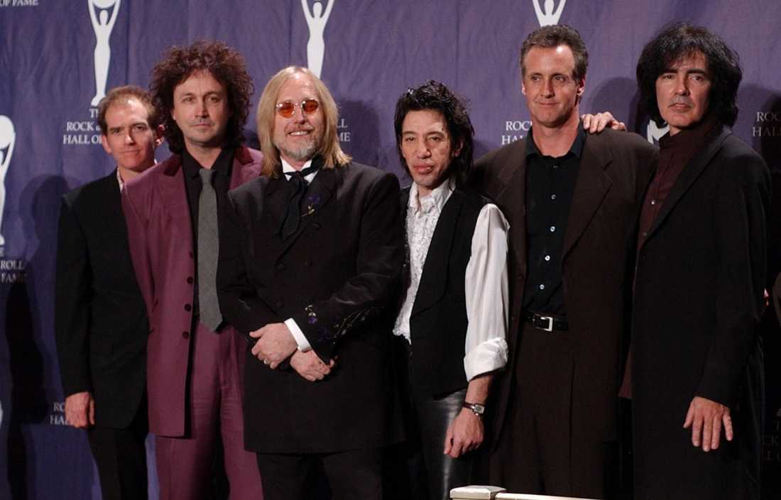 Bandet Tom Petty & The Heartbreakers skrevs in i Rock and Roll Hall of Fame 2002.