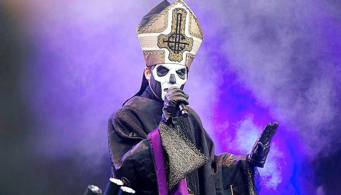Tobias Forge som den tredje inkarnationen av Papa Emeritus, frontfigur i Ghost.