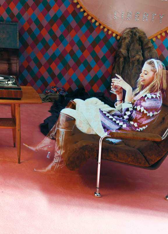 Stillbild ur Sonja Nilssons installation på Färgfabriken.