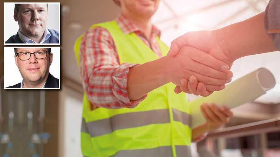 Ungdomarna behöver mer kunskap om villkor, rättigheter och skyldigheter på svensk arbetsmarknad – inte mindre som Skolverket föreslår, skriver Tobias Baudin och Martin Linder.