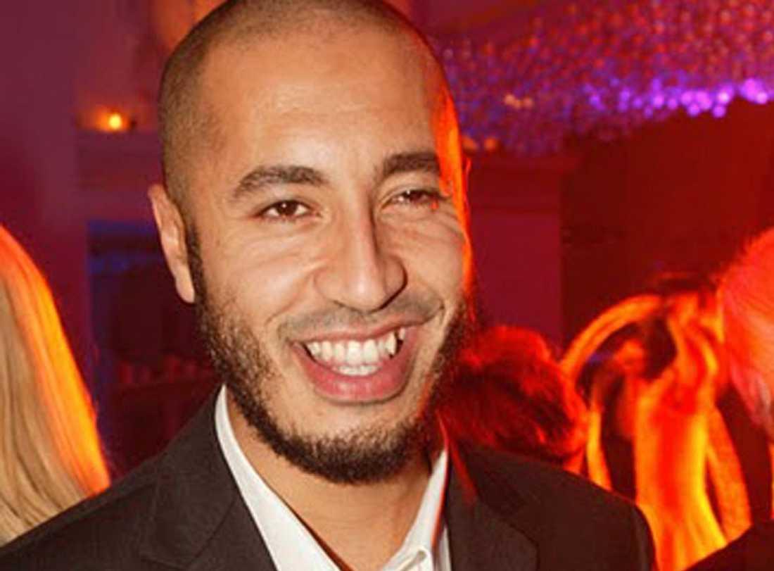 Gaddafis yngste son, 29-årige Saif al-Arab, dödades i attacken.