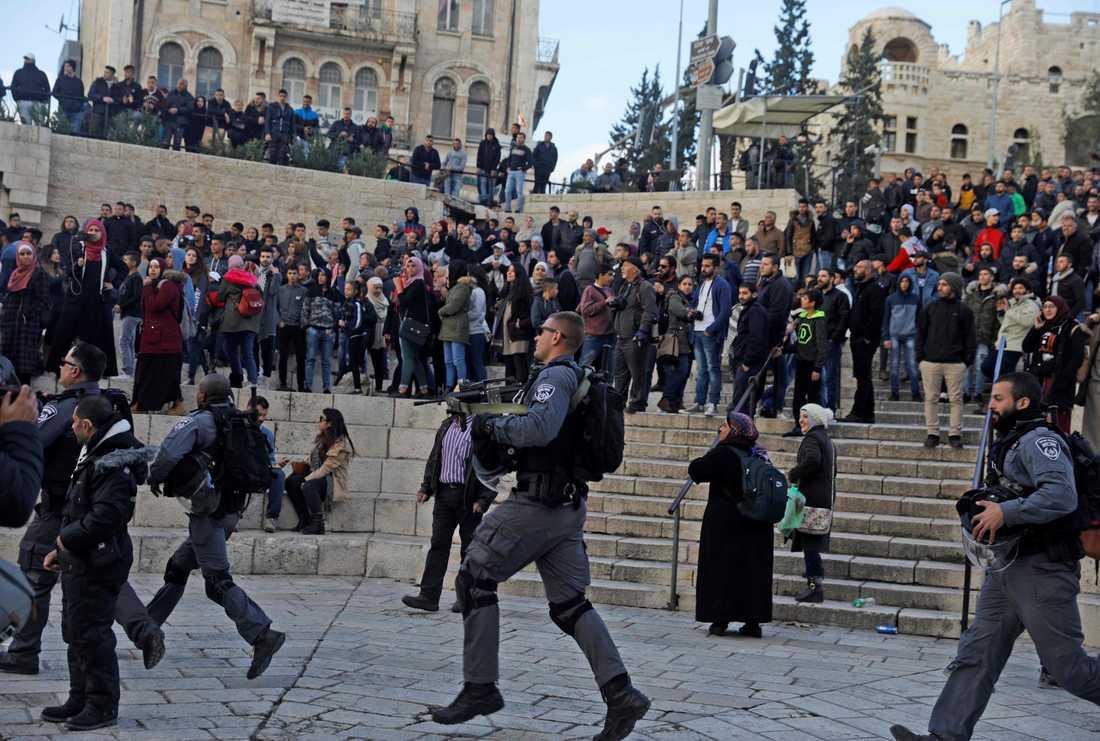 Tumult i Jerusalem efter beskedet