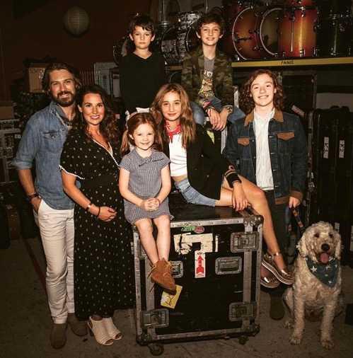 Taylor Hanson med hela sin familj.