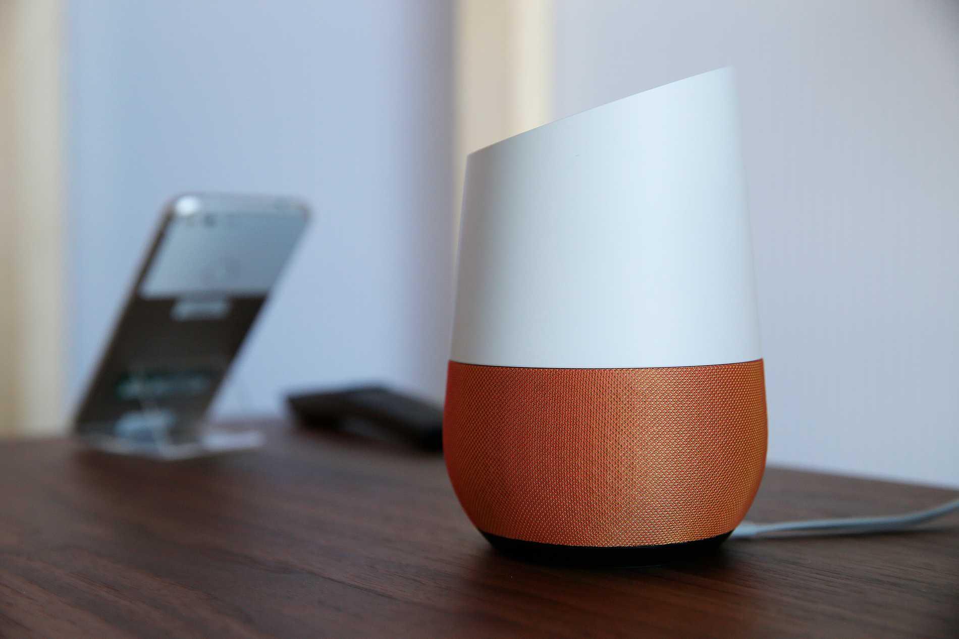 De smarta högtalarna Google Home lanseras snart på svenska.