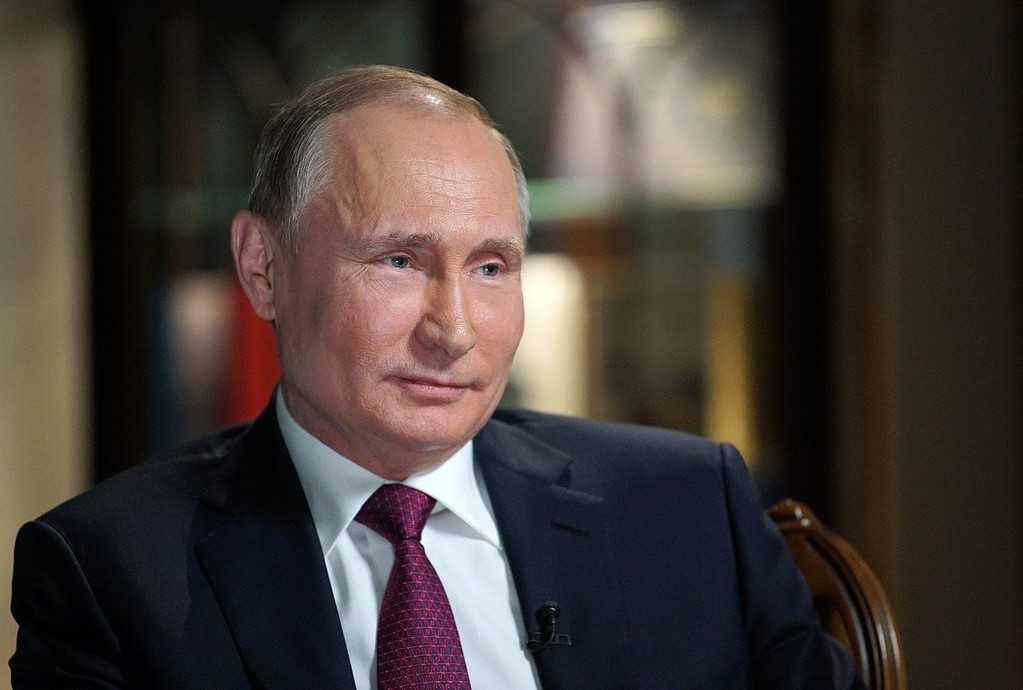Rysslands president Vladimir Putin avfärdar anklagelser om att han sanktionerat attacker mot USA:s valprocess.