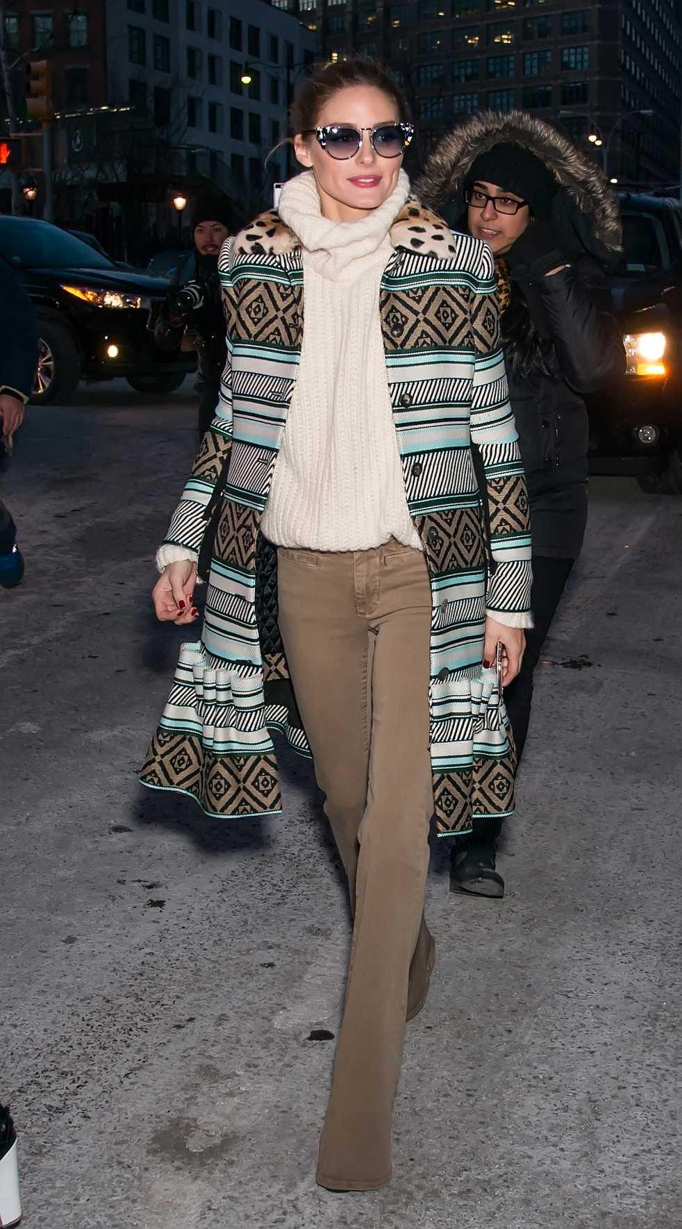 Olivia Palermo Olivia Palermo gjorde en storslagen entré i sann 70-talsanda inför Diane Von Furstenbergs visning under New Yorks fashion week. Gillar du looken finns det liknande alternativ nedan.