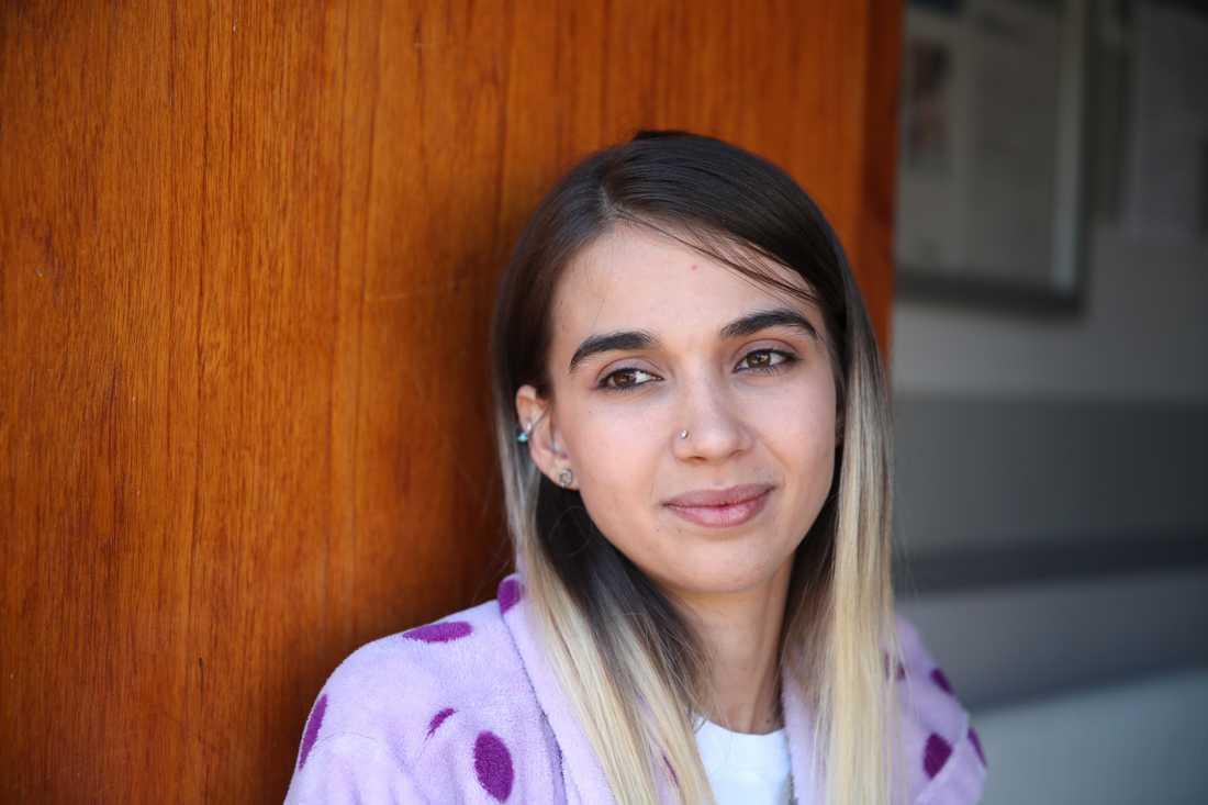 Mannens dotter Leyla.