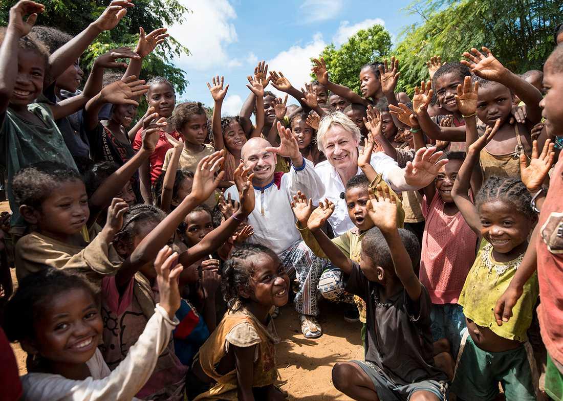 """Lars Lerin och Manoel """"Junior"""" Marques i Madagaskar där många barn lider av undernäring"""
