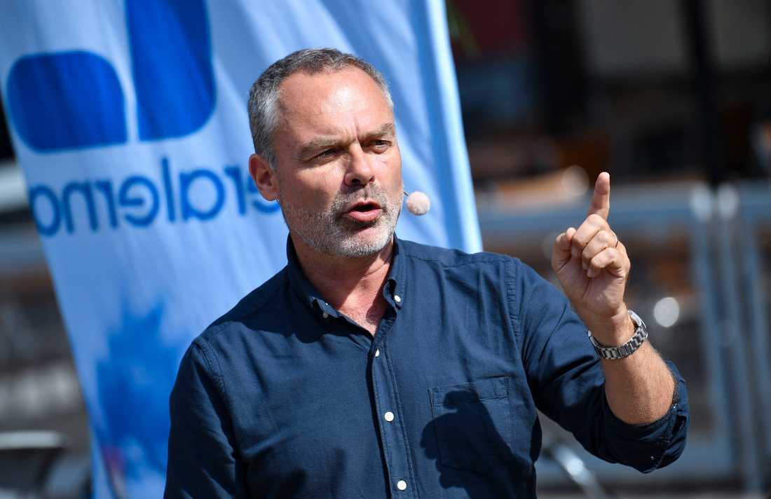 Liberalernas partiledare Jan Björklund talar på Lilla torg i Malmö. I blå skjorta.