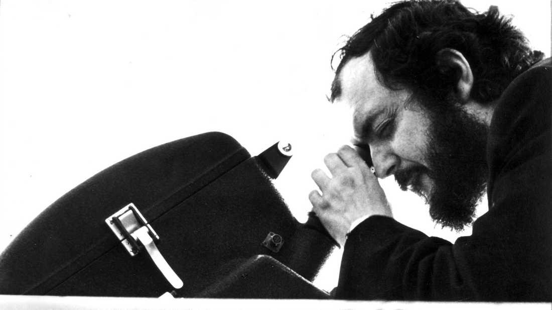 "Stanley Kubrick regisserade Sue Lyon i ""Lolita"" 1962. Arkivbild."