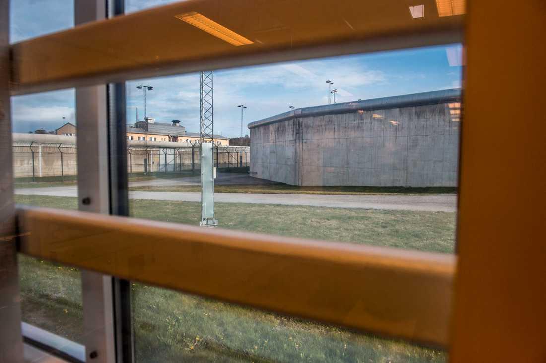 Mannen våldtog kvinnan inne i ett samtalsrum på Hallanstalten. Arkivbild.