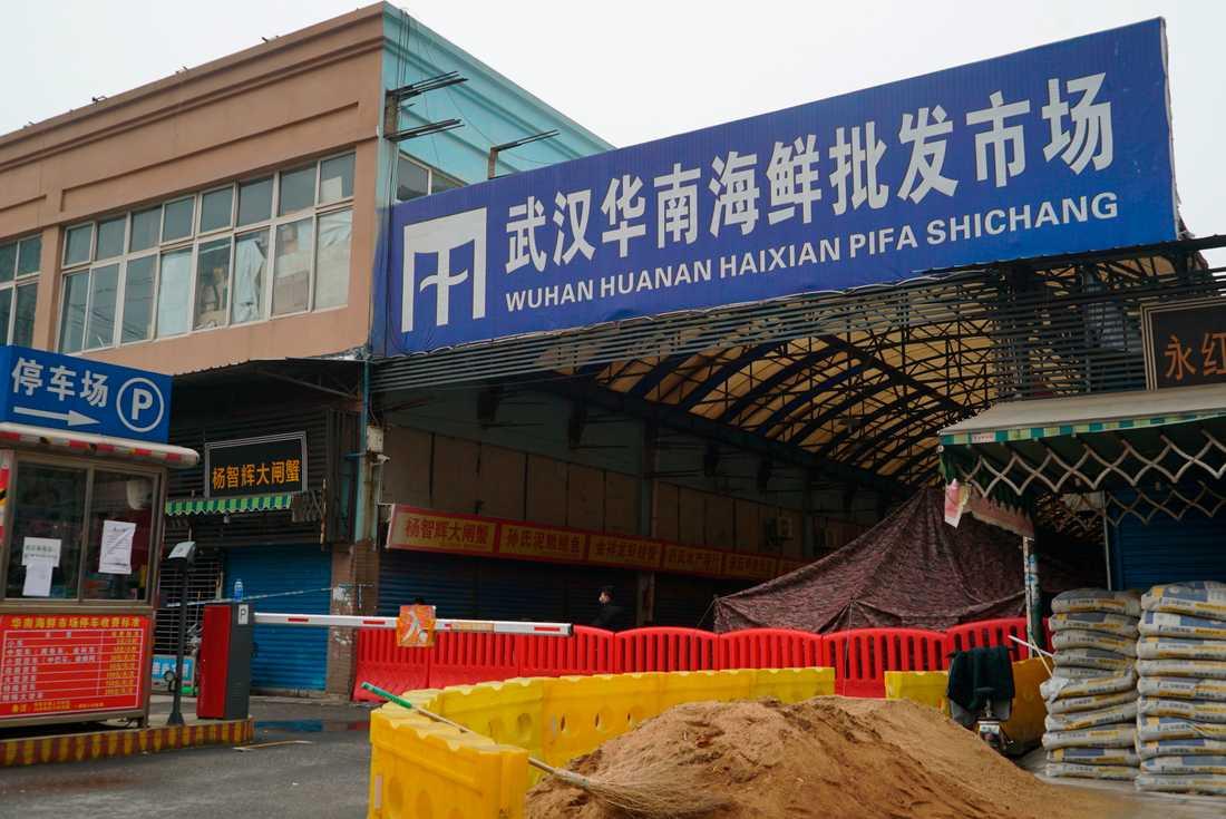 Huananmarknaden stängde den 1 januari sedan flera människor med koppling till marknaden insjuknat i ett virus som har liknats med sars.