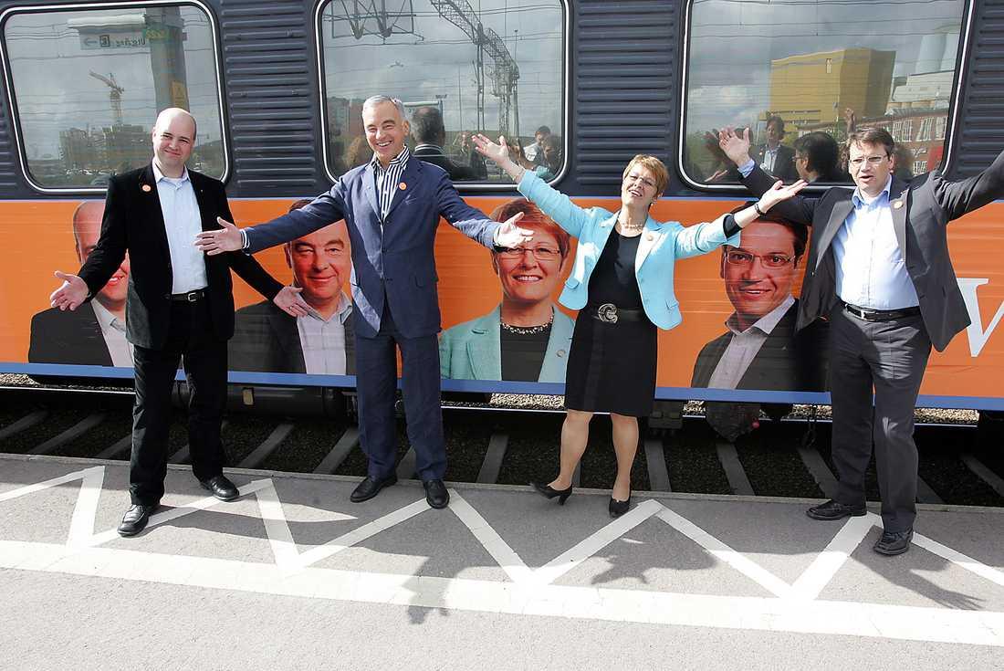 Partiledarna framför tåget under den borgerliga alliansturnen, maj 2005.