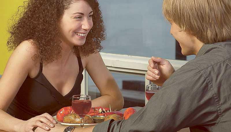 HÖLL TYST Marcus nya flickvän berättade över middagen att hon är ganska oerfaren sexuellt. Själv har han legat med över 60 kvinnor – men det vågade han inte säga. (Bilden är arrangerad.)