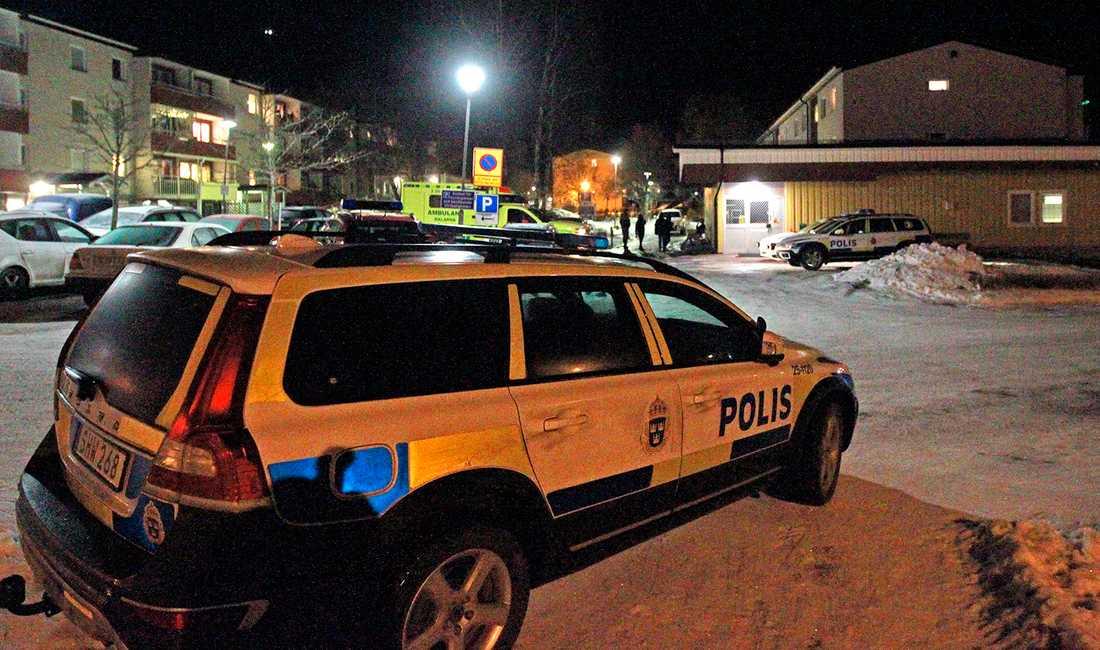 En kvinna har skadats i en misstänkt skottlossning i Säter, Dalarna.