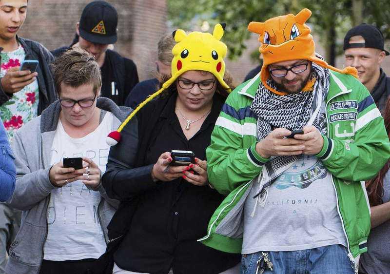 Spelet utspelar sig i telefonen – och den riktiga världen.
