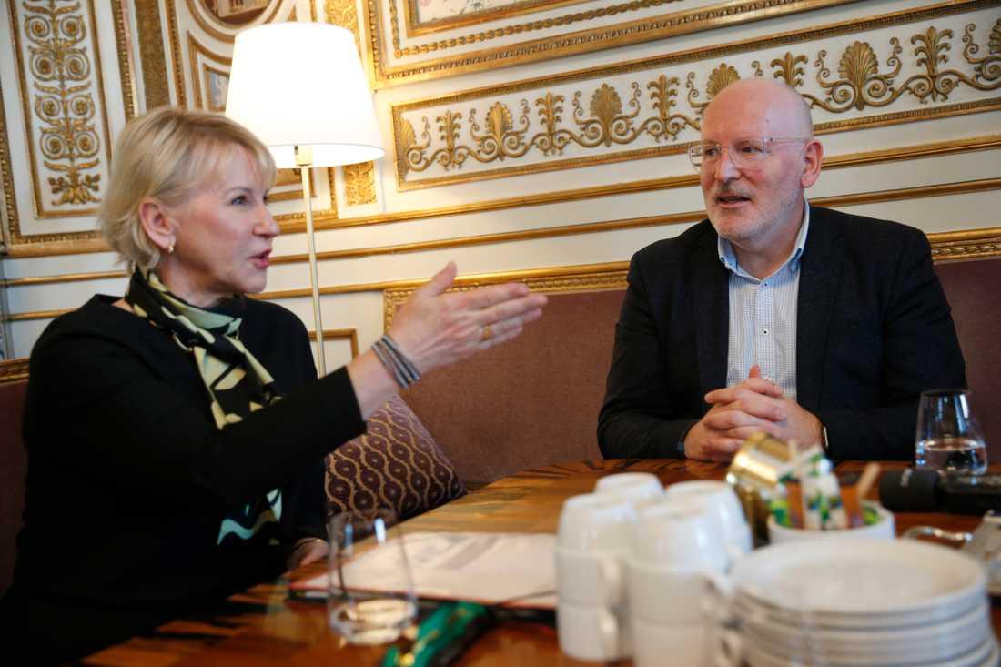 Utrikesminister Margot Wallström (S) tar emot de europeiska socialdemokraternas toppkandidat till ny ordförande i EU-kommissionen Frans Timmermans.
