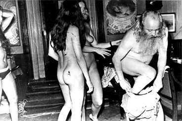 ODLADE MYTEN Sprit, sex och vackra damer var Simon Spies livsluft. Han odlade myten om sig själv i medierna - och resorna sålde som smör.