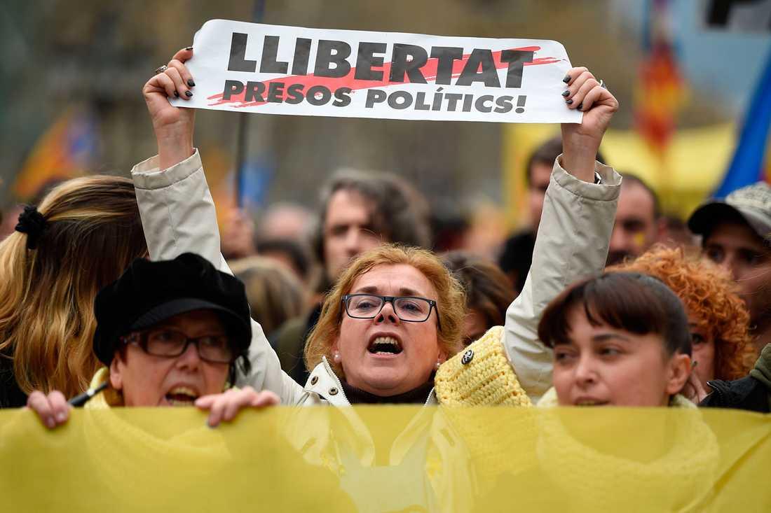 Stora demonstrationer i Katalonien efter att Carles Puigdemont togs till fånga i Tyskland.