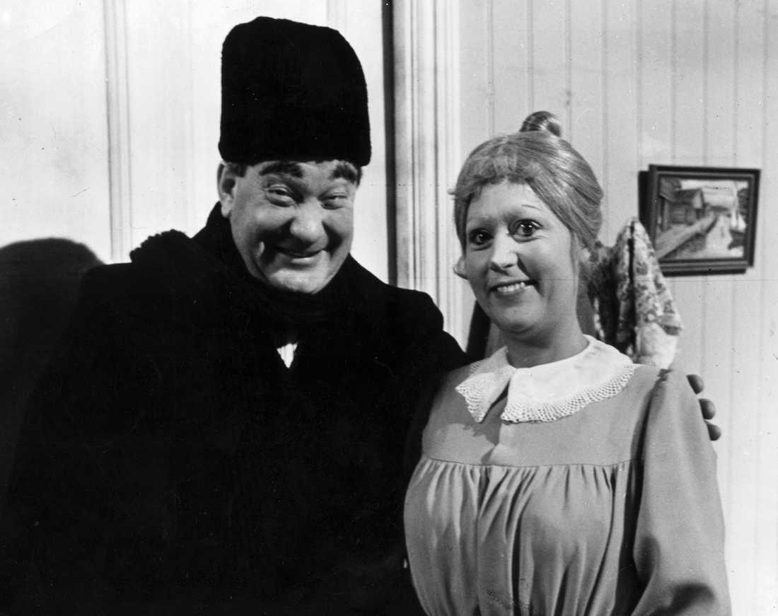 1967. SVT:s Julkalender - Teskedsgumman. Birgitta Andersson som Teskedsgumman och Carl-Gustav Lindstedt.
