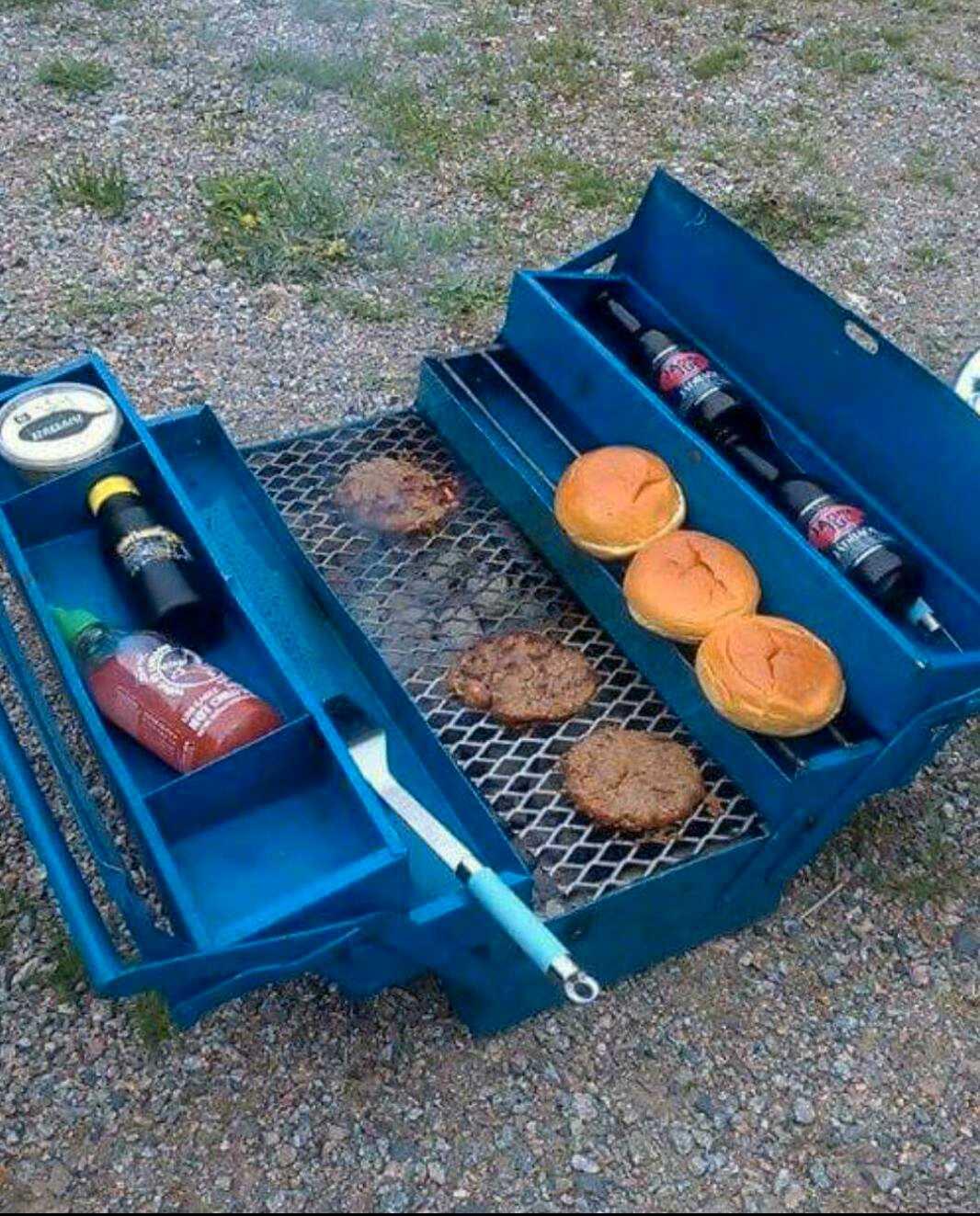 Emil Junhag gjorde om sin verktygslåda till en grill.
