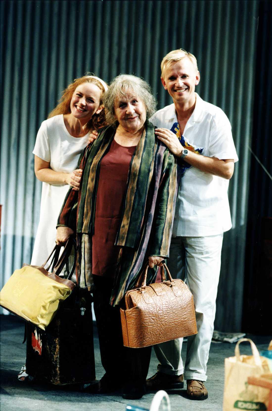 1997: Människor i solen Therese Brunnander, Sif Ruud och Johan Ulveson.