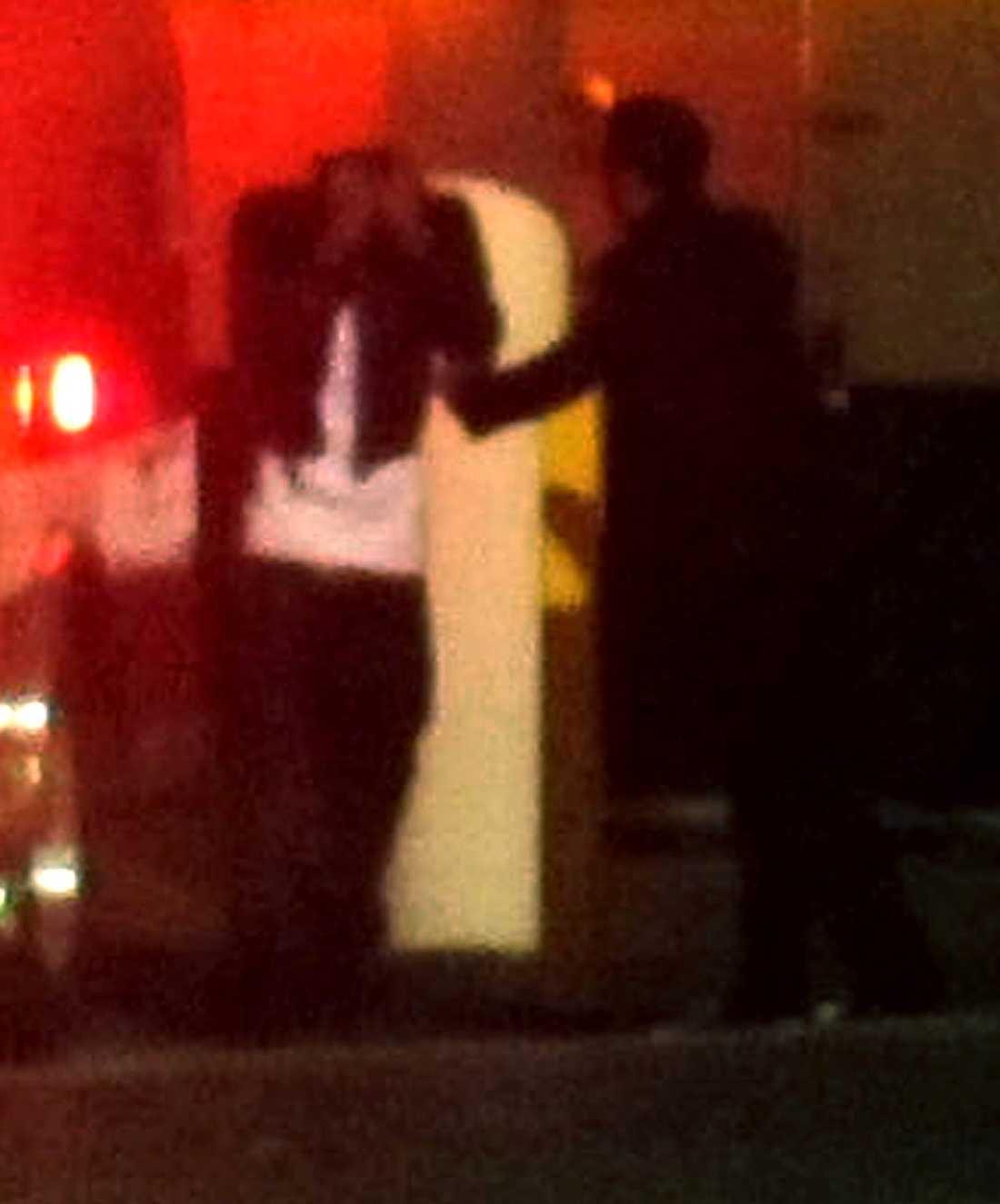 Sångaren och Whitney Houstons pojkvän Ray J lämnar lyxhotellet Beverly Hilton – knäckt av beskedet om sin älskades död.