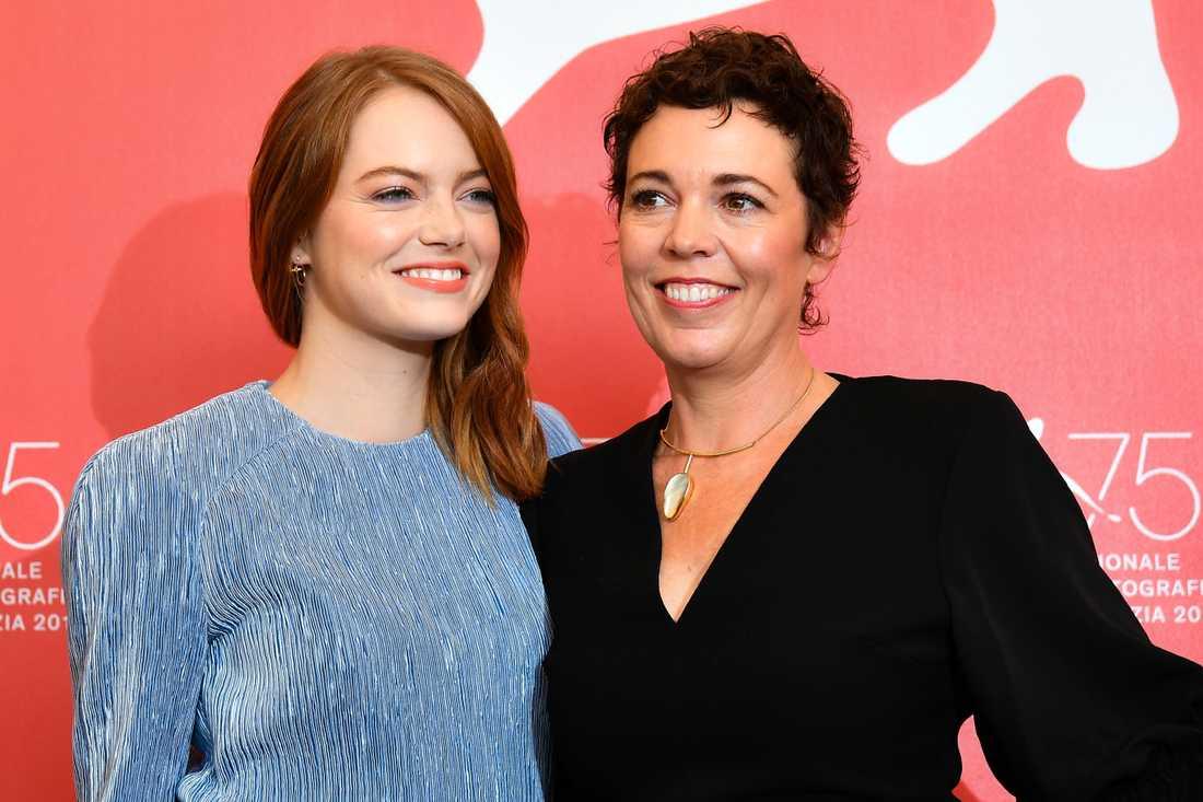 Emma Stone och Olivia Colman på filmfestivalen i Venedig.