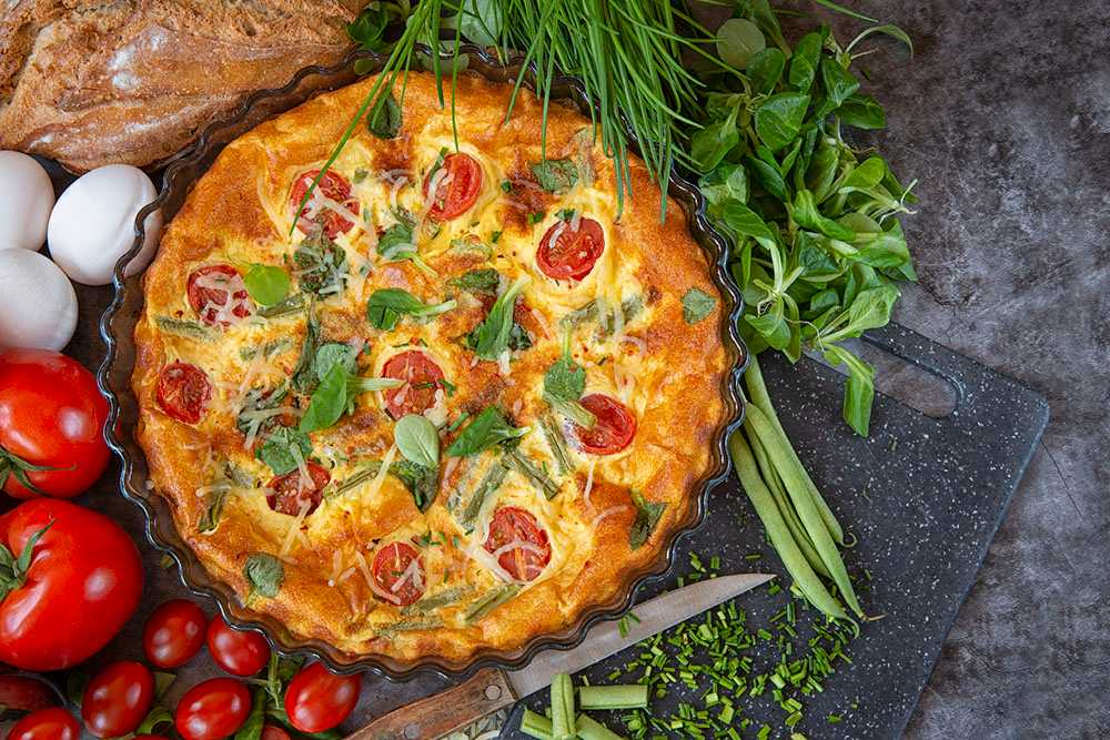 Ugnsomelett med tomater och parmesan.