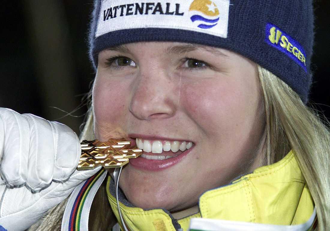 2001 Anja smakar på sitt första – och enda – VM-guld i slalom. I samma turnering, i St. Anton, vinner hon VM-brons i storslalom.