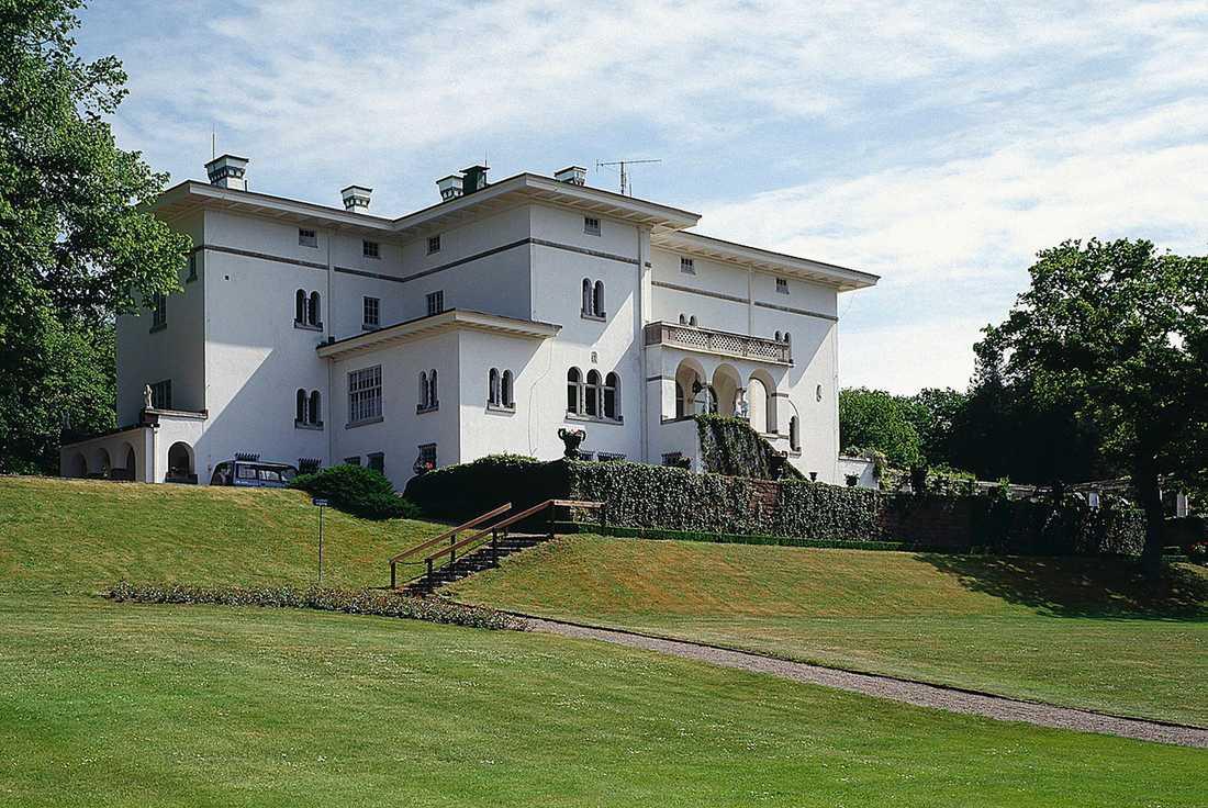 SOLLIDEN Den pampiga sommarvillan från 1906 hyser stora delar av kungafamiljen på sommaren.