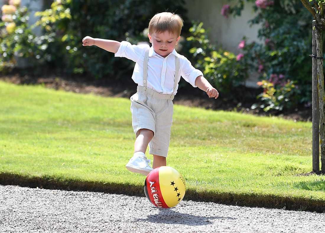 Prins Oscar spelade fotboll även förra året.