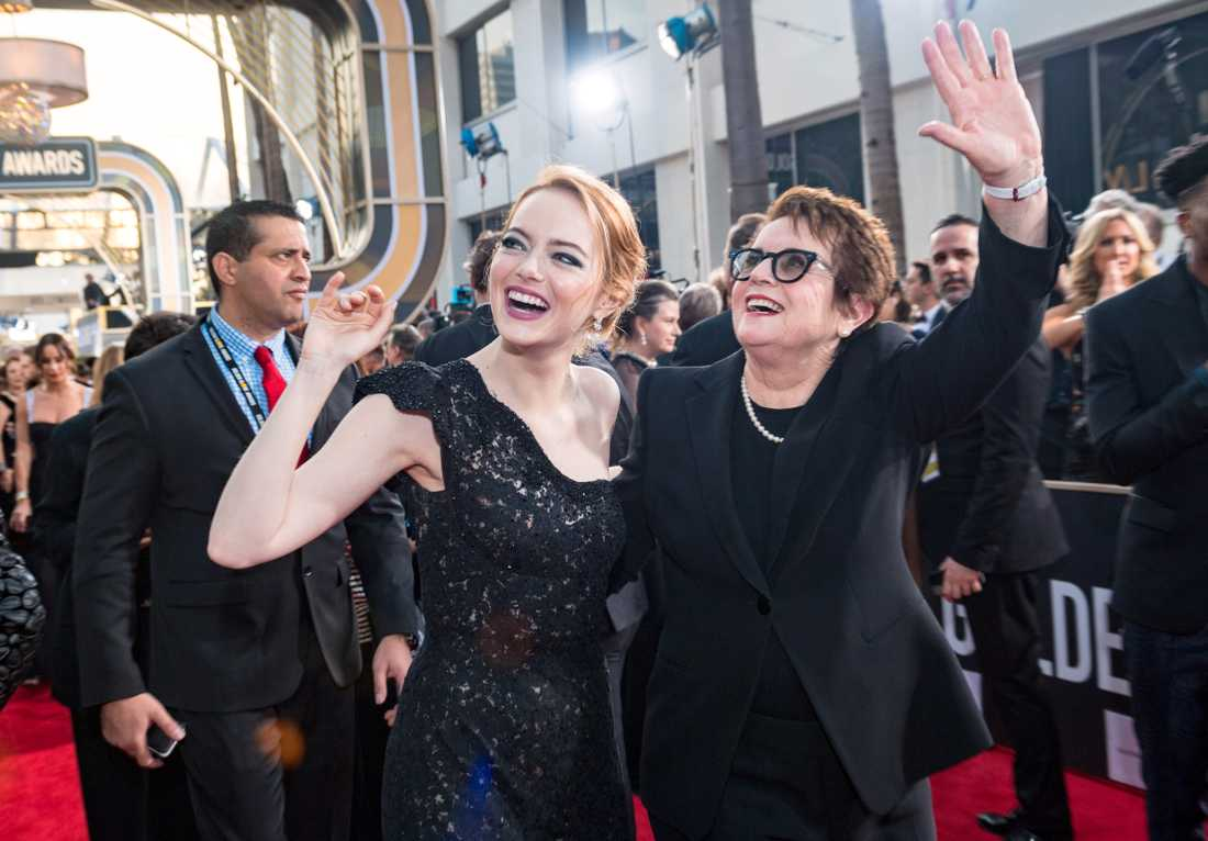 "Emma Stone med Billie Jean King, som Stone porträtterar i ""Battle of the sexes"""