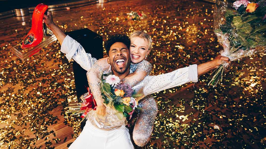 """John Lundvik och Linn Hegdal, vinnare av """"Let's dance"""" 2020."""
