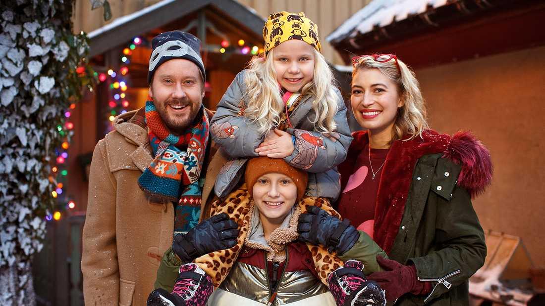 """Henrik Johansson, Adrian Macéus, Maja Söderström och Cissi Forss i """"Storm på Lugna gatan""""."""