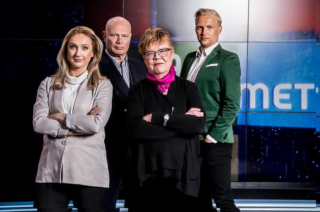 Robert Aschberg leder Partiprogrammet. Vid sin sida har han Janne Grönroos, Malvina Britts och Aftonbladets politiska kommentator Lena Mellin.