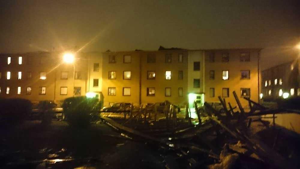 Ett tak blåste av huset.