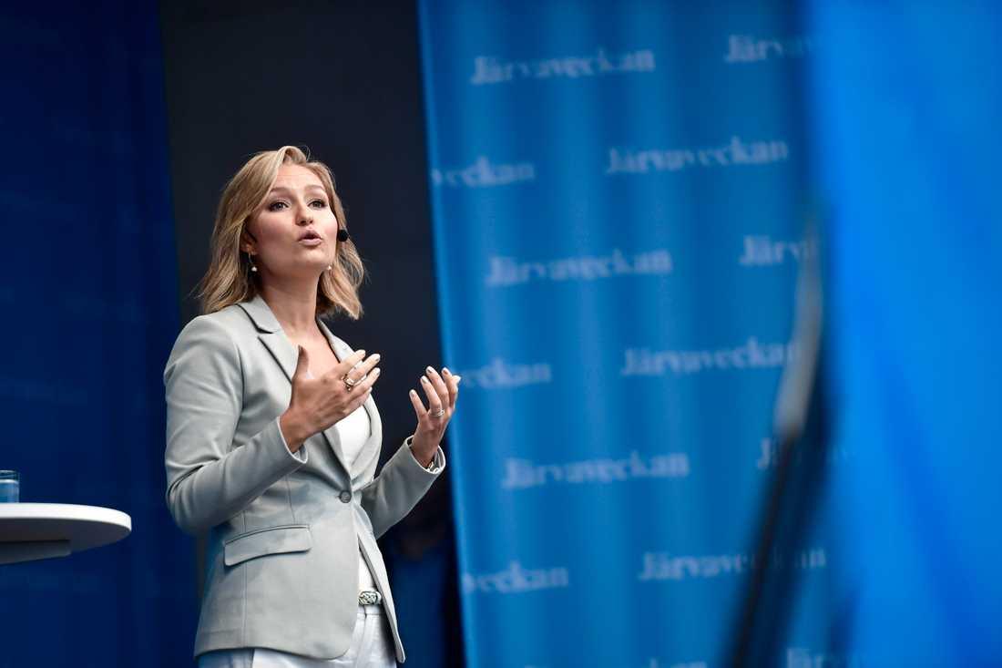 Ebba Busch Thor slog fast att hon med sitt tal till flickorna vill visa att det finns en plats för dem i samhället.