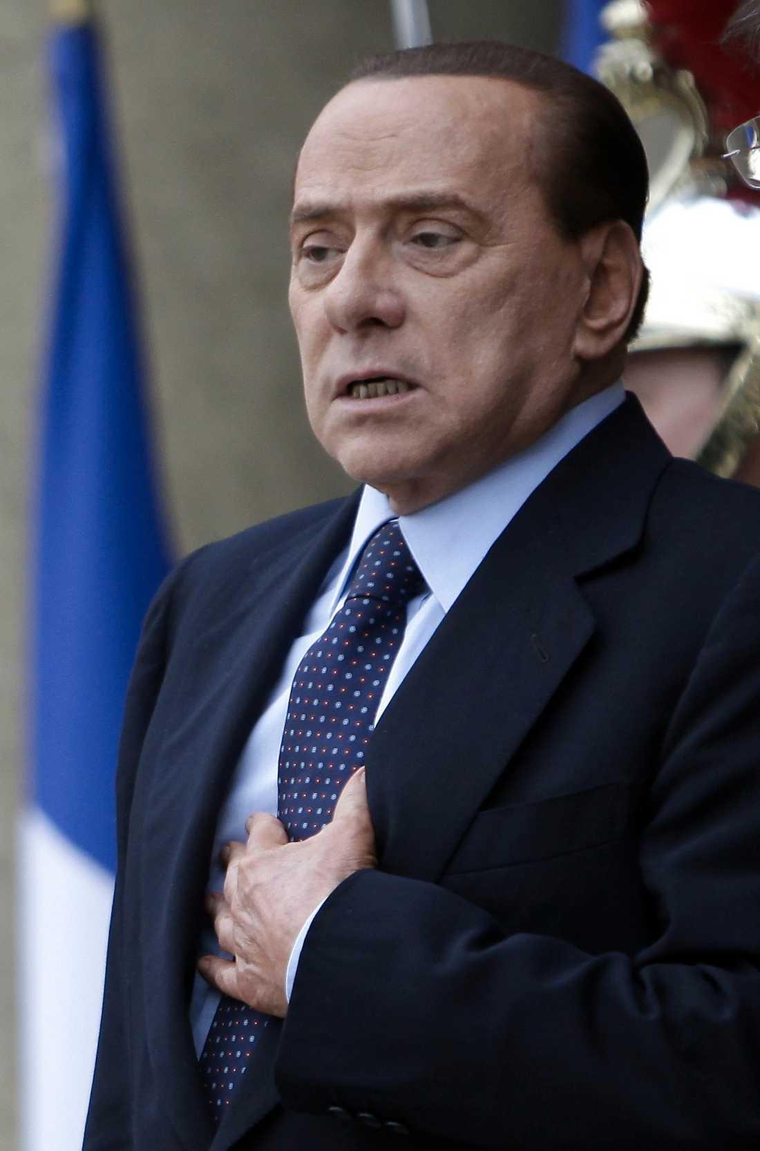 ... och Berlusconi tycker att Nato ska ta över ...