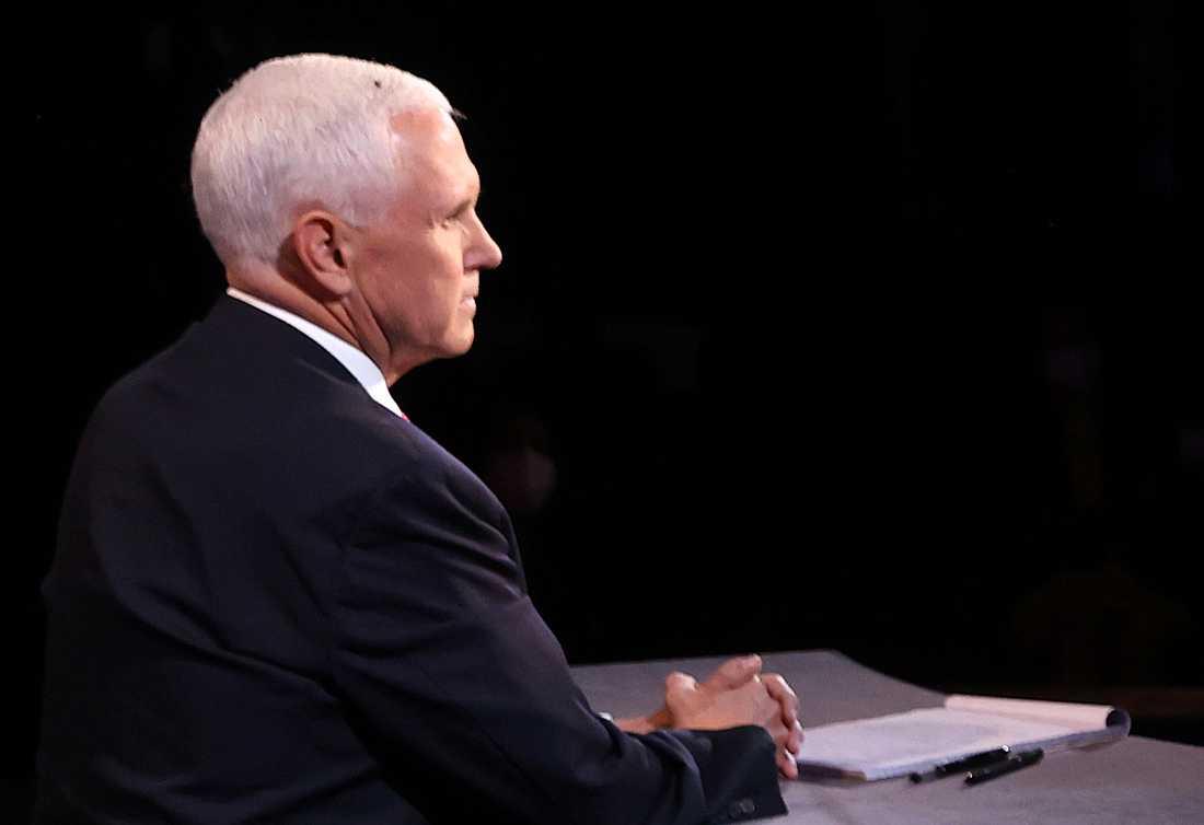 Mike Pence med flugan på huvudet.